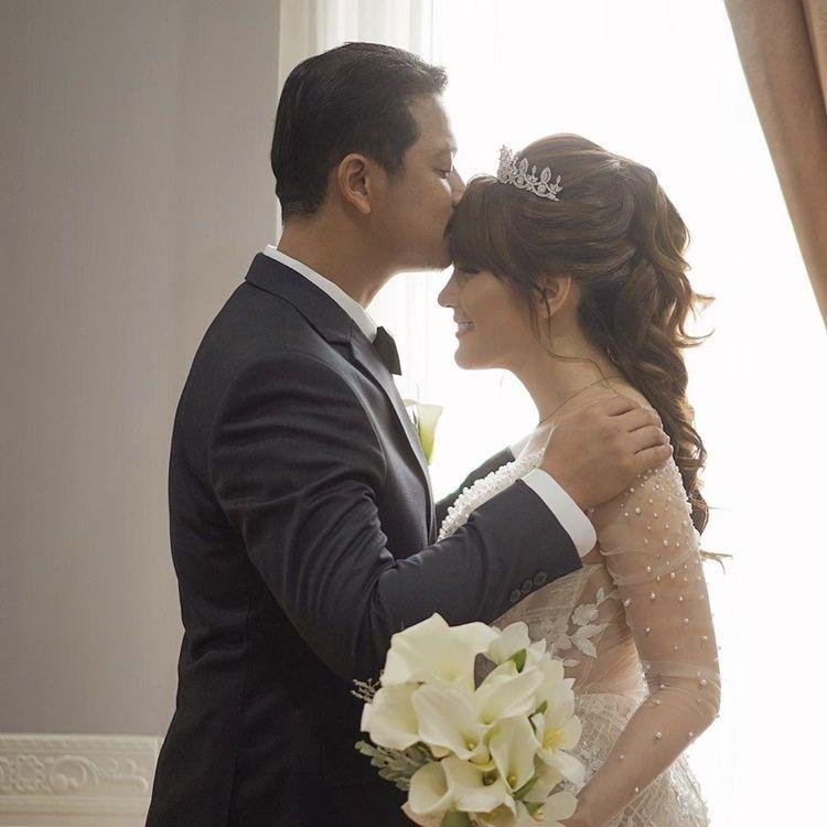 Dipinang Pengusaha Kaya Raya, Ini 9 Momen Pernikahan Angela Lee