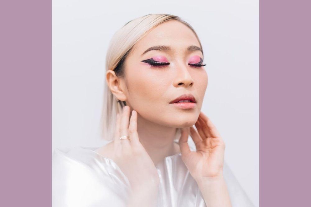 7 Potret Memesona Rinni Wulandari dengan Berbagai Makeup Look