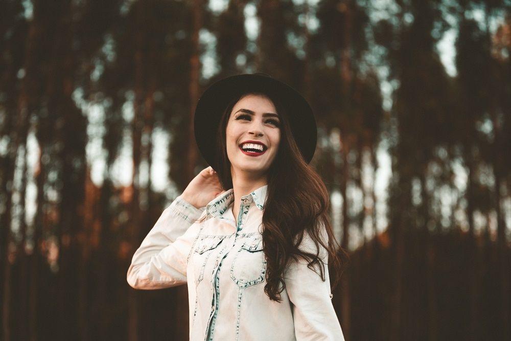 7 Sifat Cewek Polos yang Bikin Cowok Jatuh Cinta