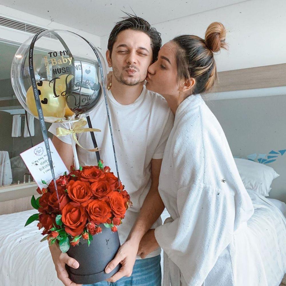 Romantis! Intip 8 Potret DJ Tanah Air Bersama Pasangannya