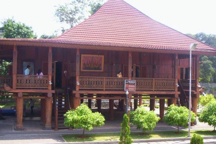 Penuh Filosofi, Ini Fakta Nuwo Sesat Rumah Adat Lampung