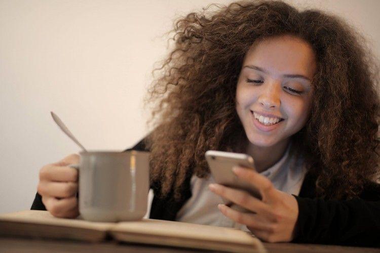5 Tanda Bahwa Teman Kencan Online-mu Tak Ingin Bertemu Langsung