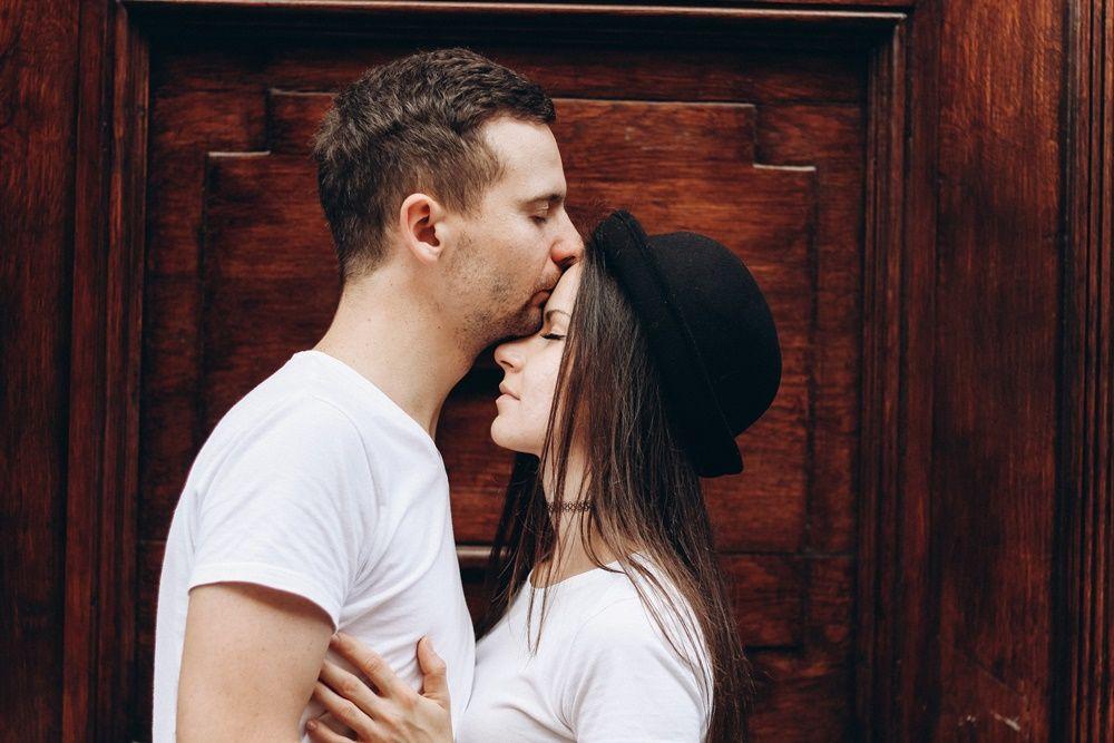 15 Jenis Ciuman dan Artinya, Mana yang Paling Kamu Suka?