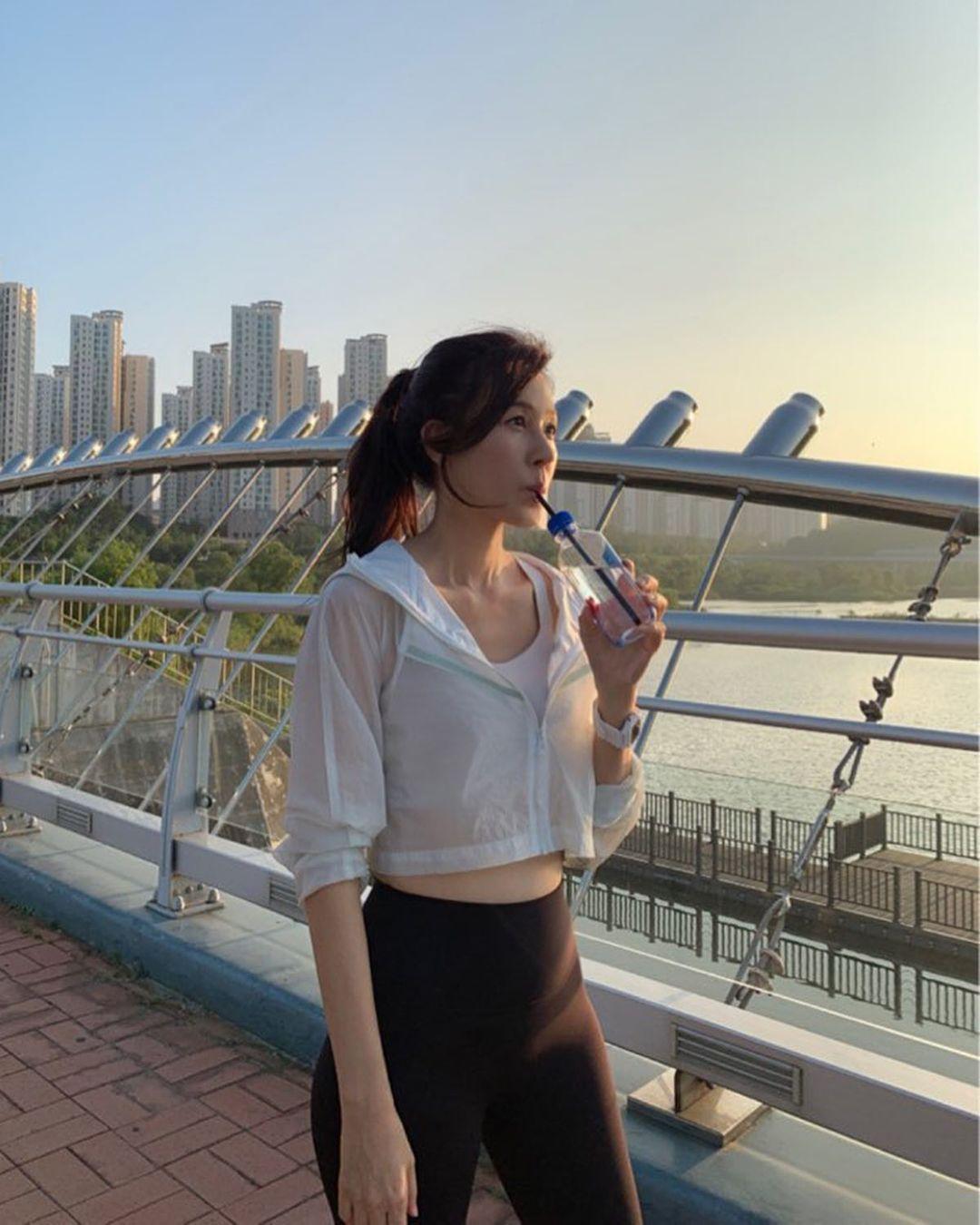 Intip Gaya Kim Ha Neul yang Memesona di Usia 42 Tahun