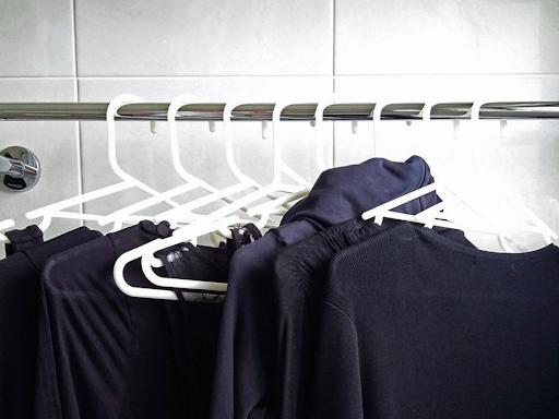 Tips Mencuci Pakaian Hitam Supaya Tetap Hitam Pekat