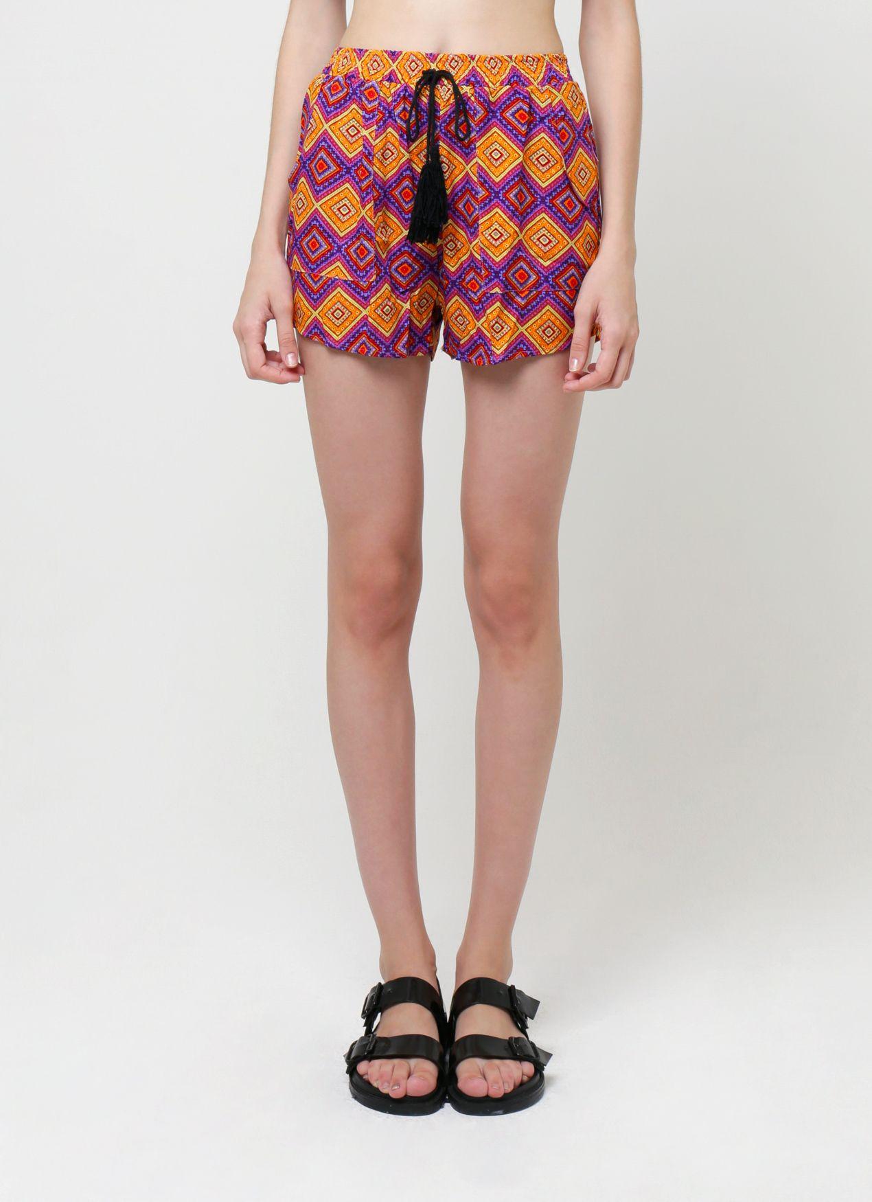 #PopbelaOOTD: Koleksi Celana Pendek dengan Motif Playful