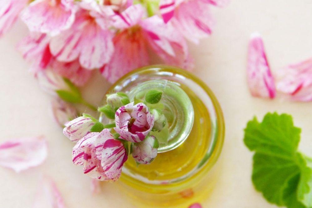 7 Rekomendasi Essential Oils yang Bantu Samarkan Bekas Jerawat