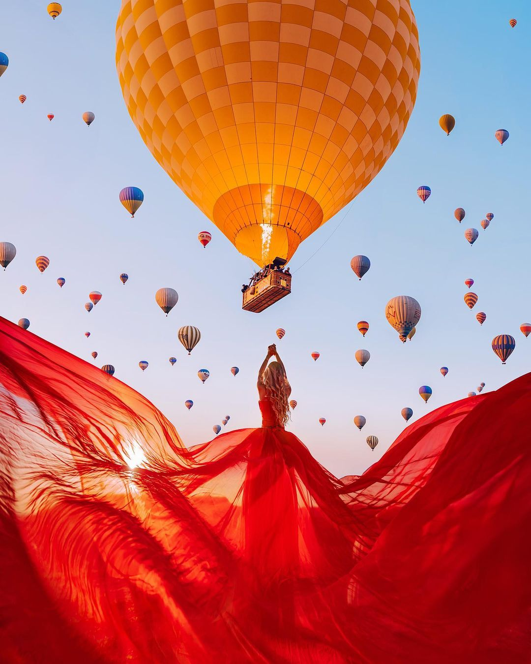 Punya Gaya Khas, Fotografer ini Bidik Model Berdansa Keliling Dunia