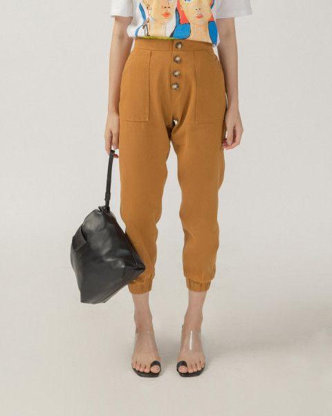 #PopbelaOOTD: Kumpulan Celana Jogger Trendi dari Brand Lokal