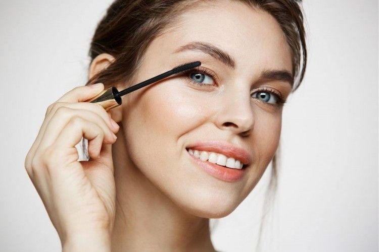 7 Rekomendasi Maskara Bening, Bikin Bulu Mata Lentik Tanpa Menggumpal