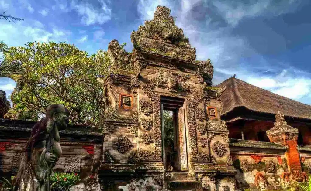 7 Rumah Adat Bali Lengkap Nama dan Gambar, Bikin Takjub!