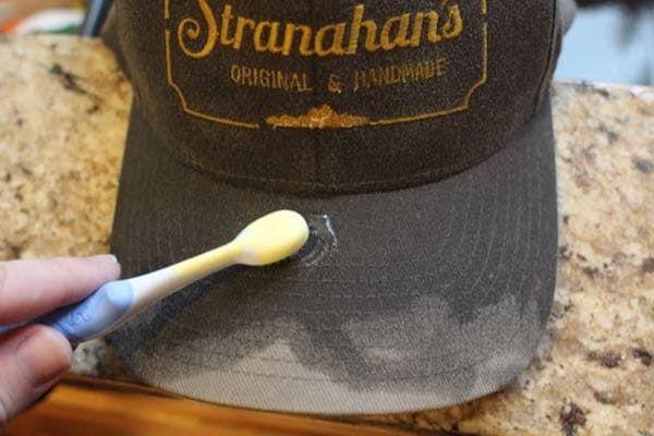 Tips Membersihkan Topi Snapback yang Benar