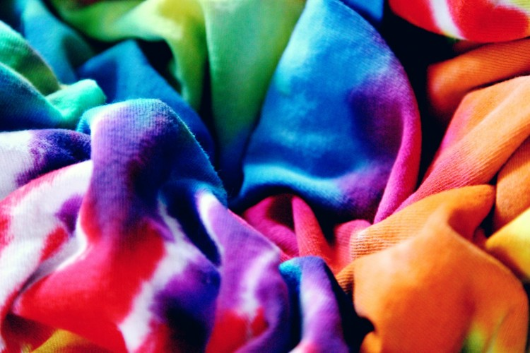 Belajar di BeautyFest Asia 2020, Ini Cara Mudah Bikin Tie Dye Masker