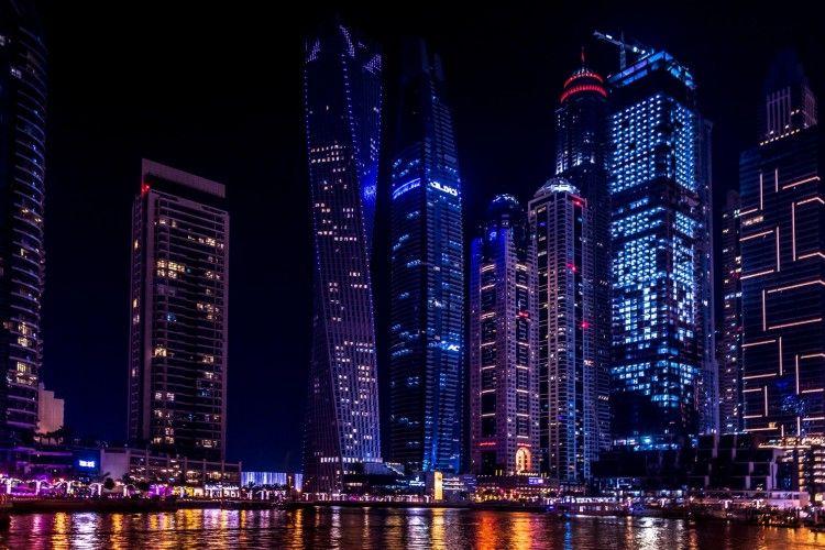 Uni Emirat Arab Kini Bolehkan Warga Minum Alkohol dan Kumpul Kebo