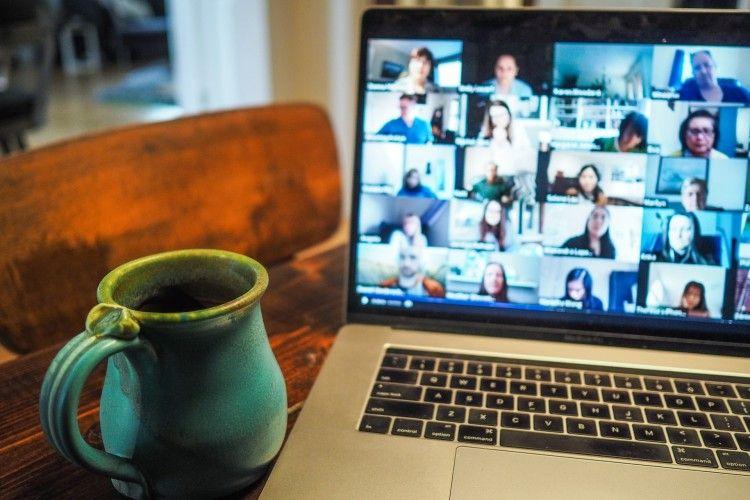 Serba Virtual, 5 Kegiatan Ini Bisa Kamu Lakukan dari Rumah Saja, Kok!
