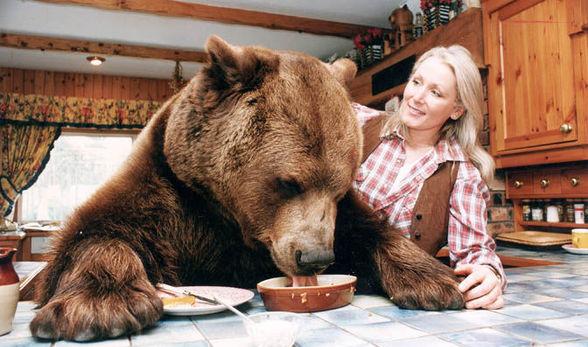 7 Kisah Persahabatan Manusia dengan Binatang Buas