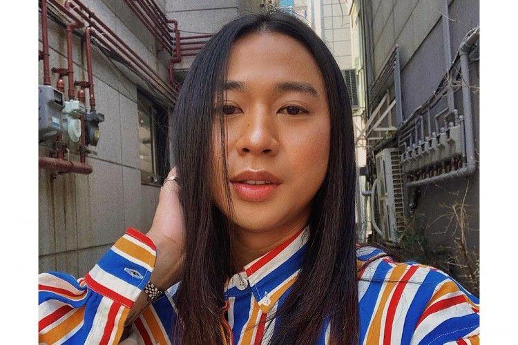 Jovi Adhiguna Bagikan Tips Makeup Praktis untuk Virtual Meeting