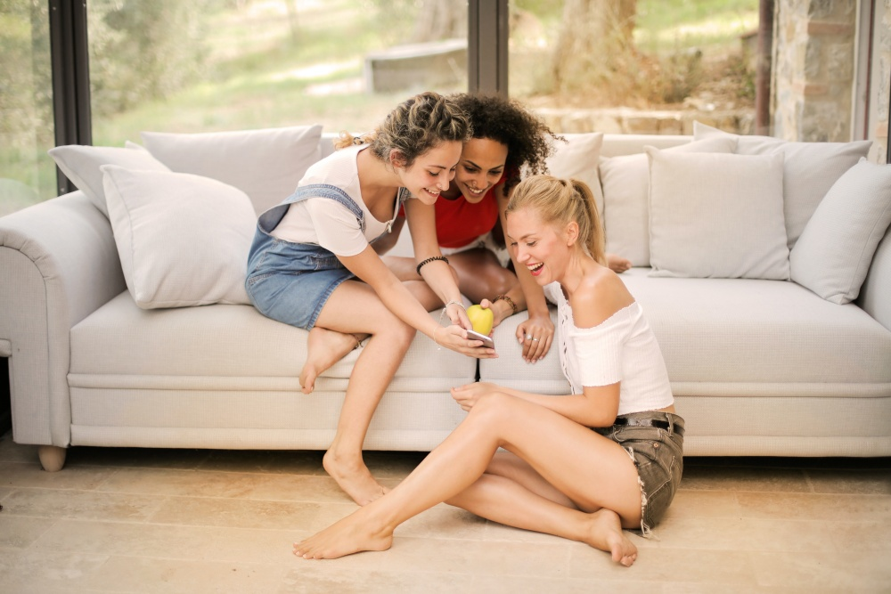 7 Tips Mengurangi Rasa Cemas Saat Chatting dengan Gebetan