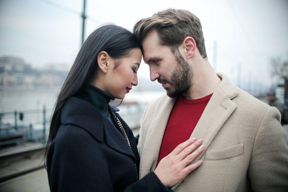 7 Tanda Kamu Memiliki Pasangan yang Posesif