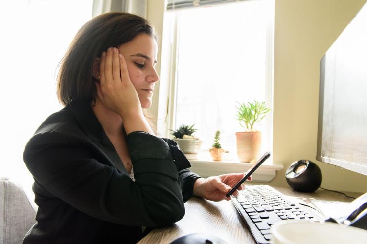 8 Pesan Singkat untuk Menghibur Seseorang yang Sedang Bersedih
