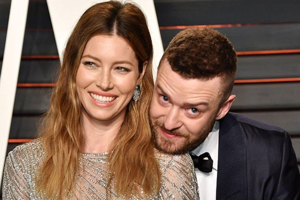 Dikenalkan oleh Teman, 7 Artis Hollywood Ini Sukses Jadi Pasangan