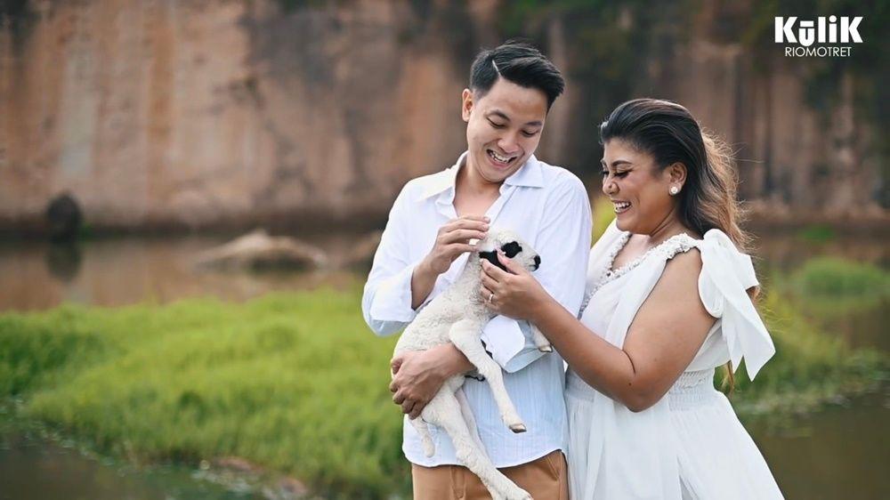 10 Foto Pre-Wedding Regina Ivanova dan Kekasih di Kandang Godzilla