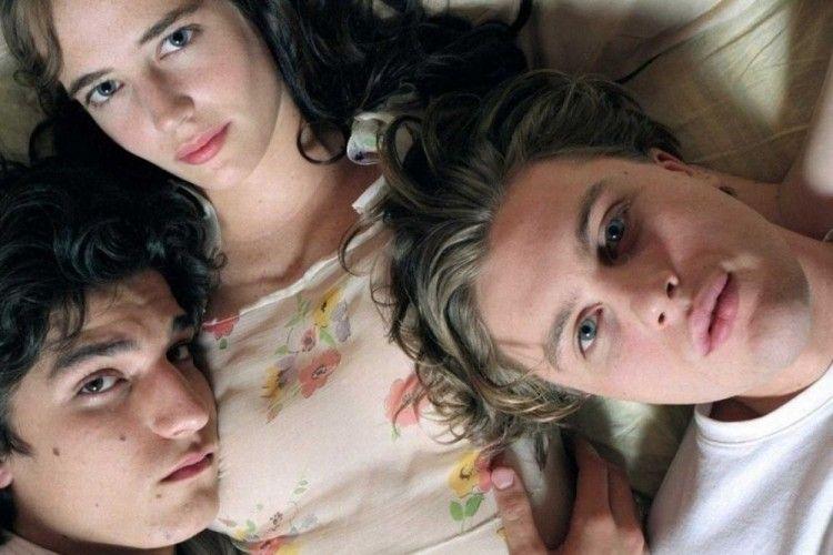Tak Hanya Andalkan Adegan Threesome, Garapan Film Ini Juga Berkualitas