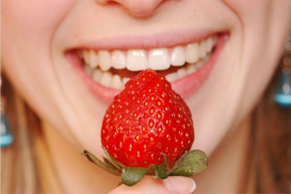 Begini 7 Cara Memutihkan Gigi Kuning Secara Alami