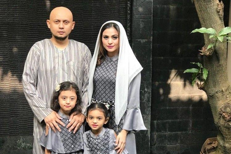 Gugat Cerai, Ini 10 Kenangan Manis Asha Shara dan Suami