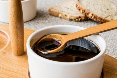 Pahit Namun Kaya Nutrisi, Ini 7 Manfaat Madu Hitam Bagi Kesehatan