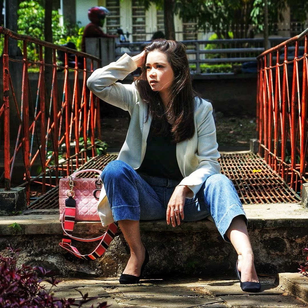 Intip Gaya Olivia Allan, Istri Sah Denny Sumargo