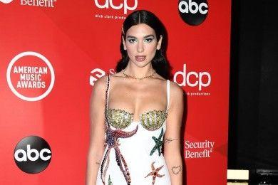 10 Gaya Terbaik Karpet Merah American Music Awards 2020
