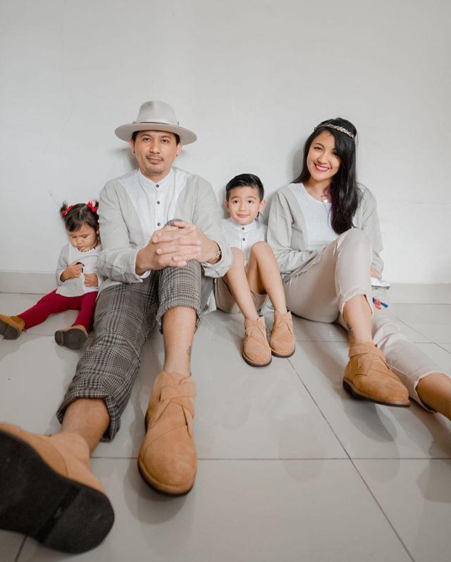 Selalu Baju Kembaran, Intip Gaya Kompak KeluargaSharena Delon