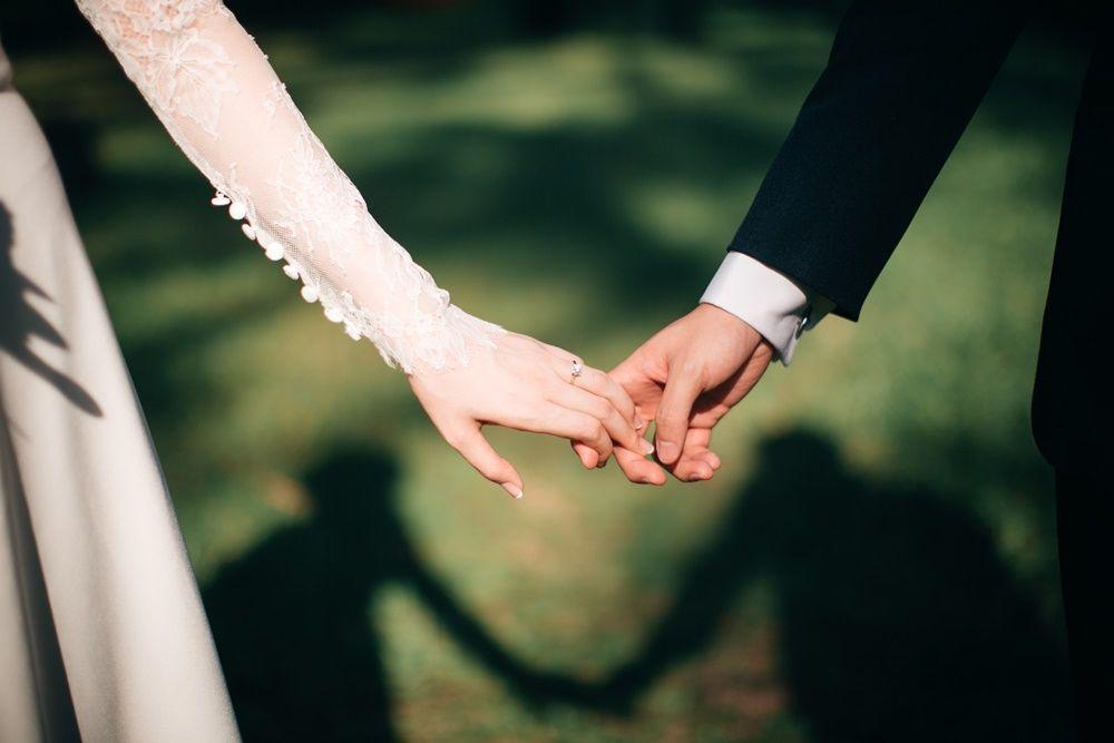 Romantis! Ini Kumpulan Puisi Pernikahan Terindah