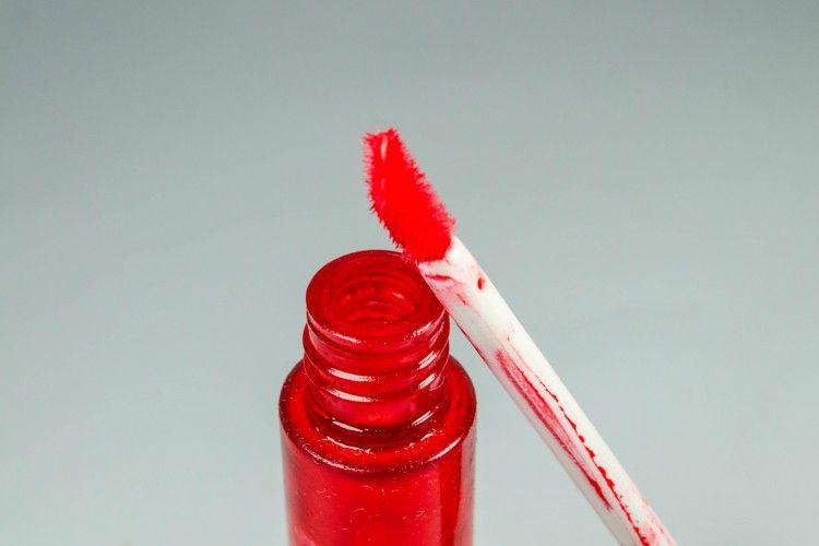 Kenapa Lip Tint Selalu Laku? Ini 4 Jawabannya!