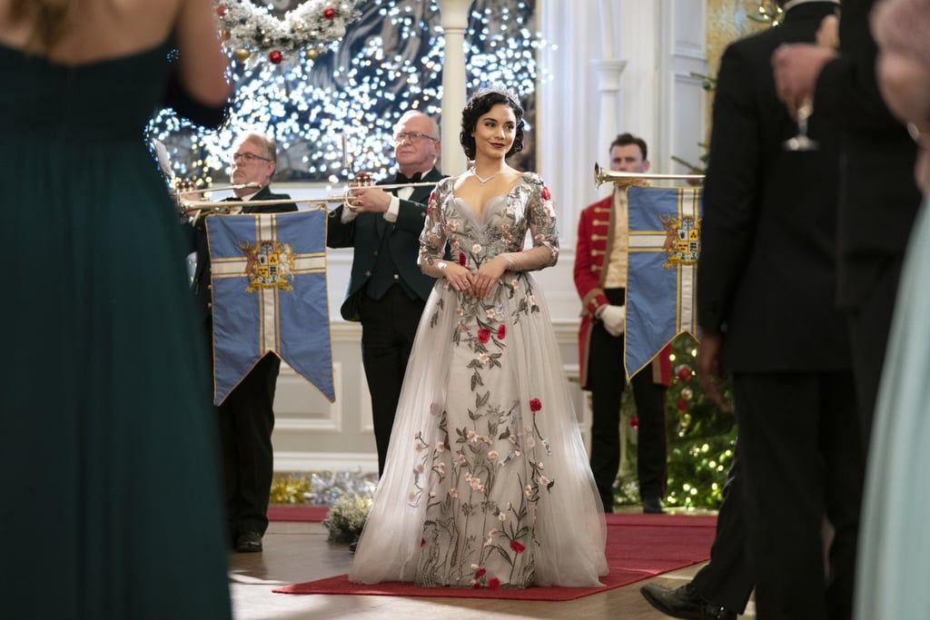 Detail Gaya Glamor Vanessa Hudgens diThe Princess Switch 2