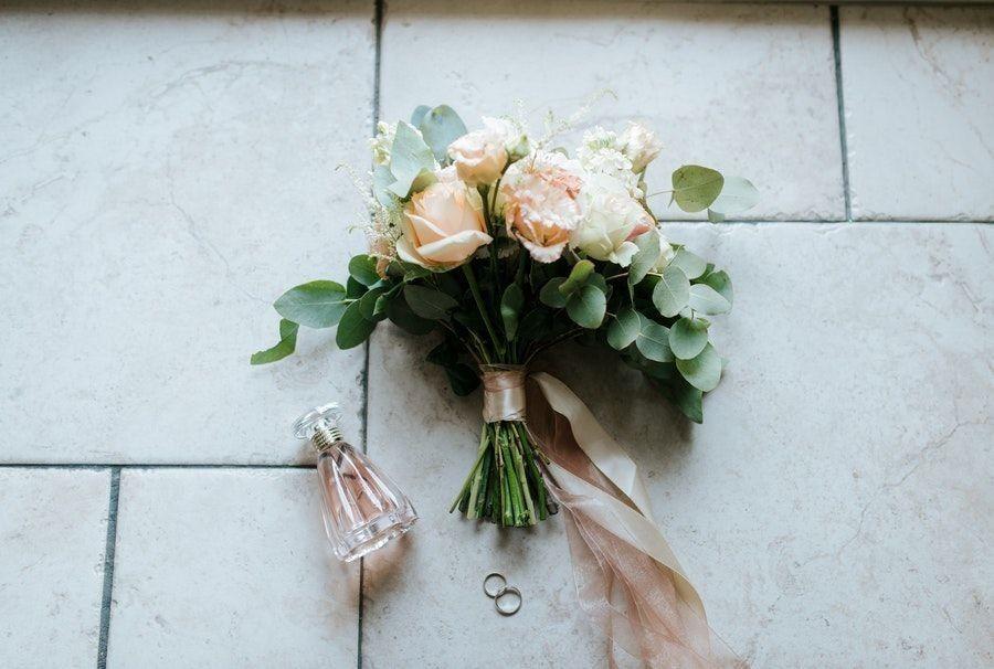5 Cara Membuat Buket Bunga yang Praktis dan Anti-Ribet