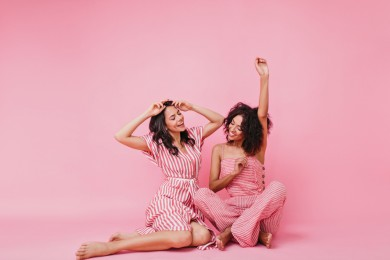 5 Sifat Melekat Kamu Si Pencinta Pink, Setuju