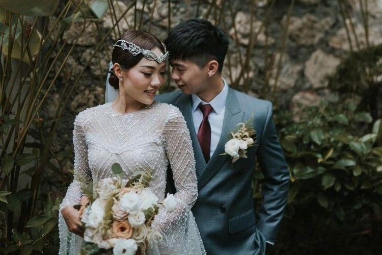 Romantis! 9 Fakta Pernikahan Steffy Eks 'Cherrybelle' di Tepi Laut