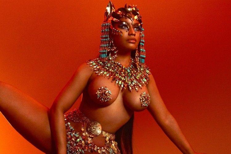 Deretan Cover Album Penyanyi Wanita Paling Seksi dan Kontroversi
