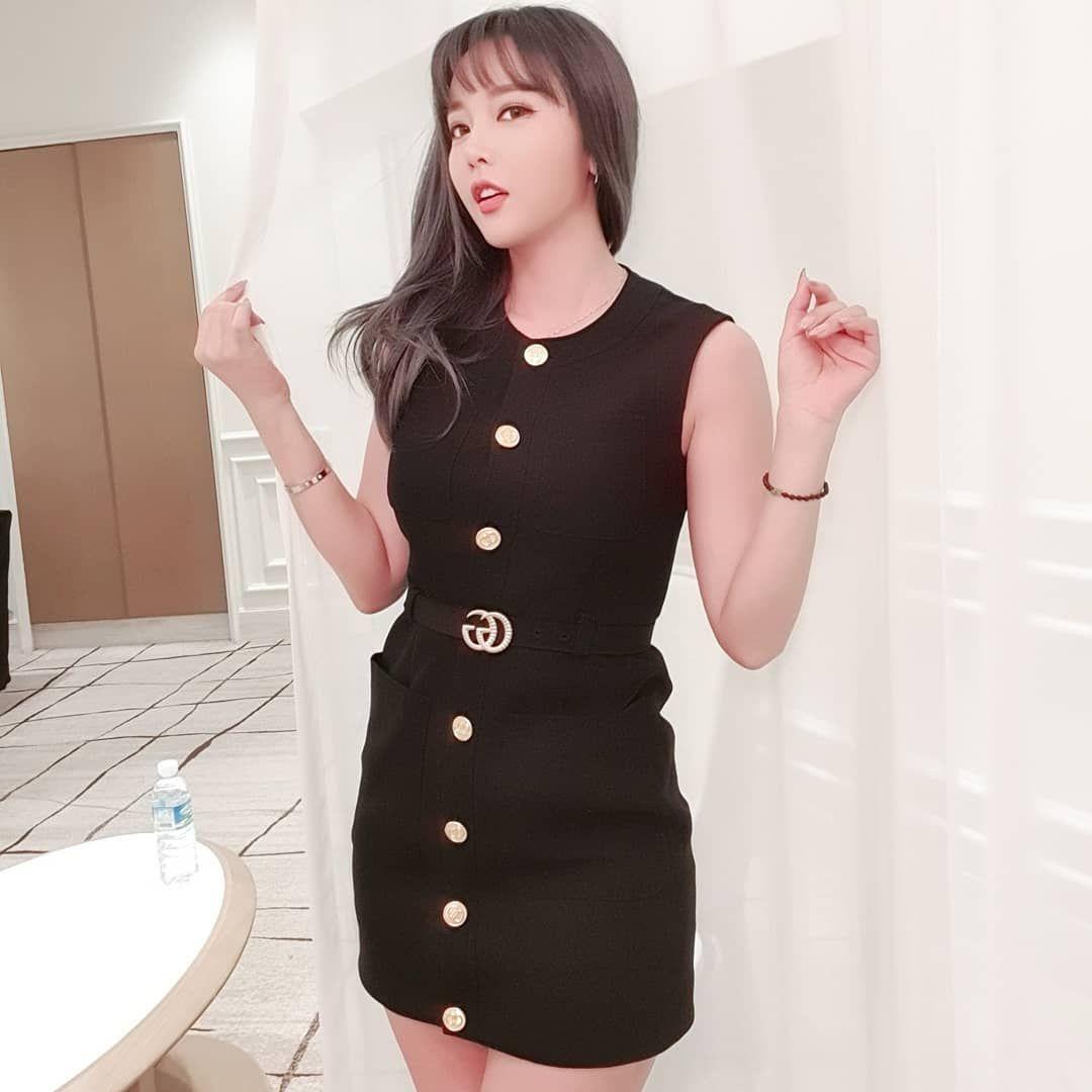 Kasual hingga Sensual, Begini Gaya Hong Jin Young di Media Sosial