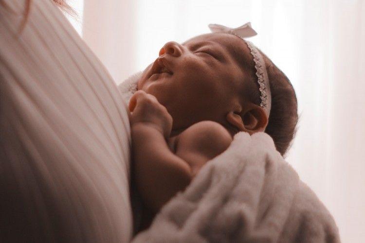 Ini 7 Arti Mimpi Melahirkan Anak Perempuan