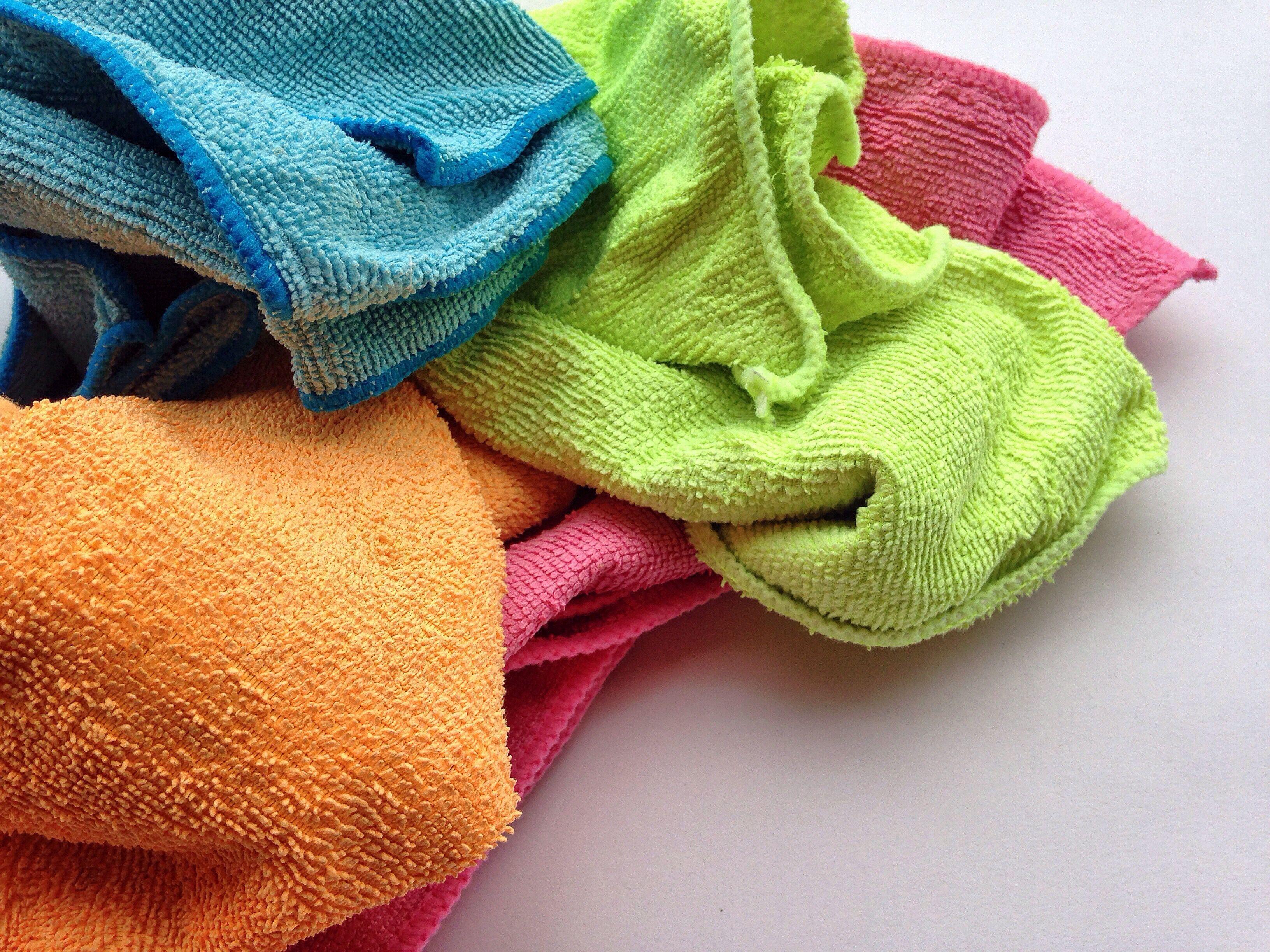 Tips Mencuci Sandal Bulu