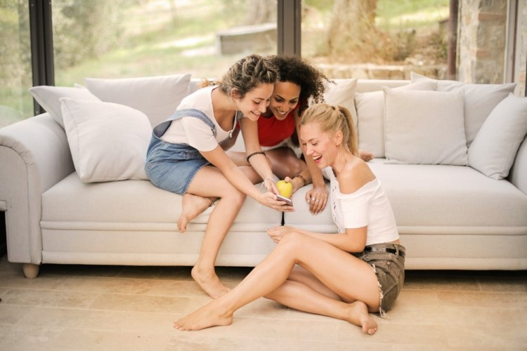6 Karakteristik yang Ada dalam Diri Seorang Teman Sejati