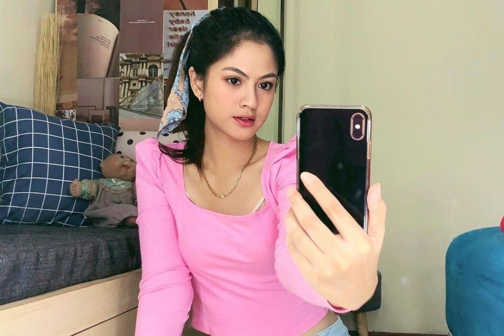 7 Pesona Hana Saraswati, Selebgram Seksi yang Mesra Terus sama Pacar