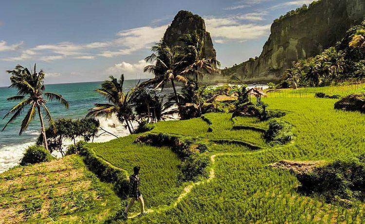 Pesona 7 Destinasi Tanah Jawa Ini Bikin Kamu Pengen Liburan