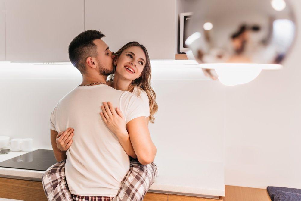 Menurut Ahli, Inilah Waktu Terbaik Berhubungan Seks Berdasarkan Usia
