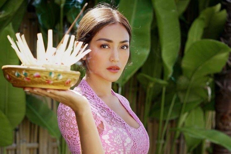 Benarkah Jessica Iskandar Pindah Agama? Simak Faktanya Berikut Ini