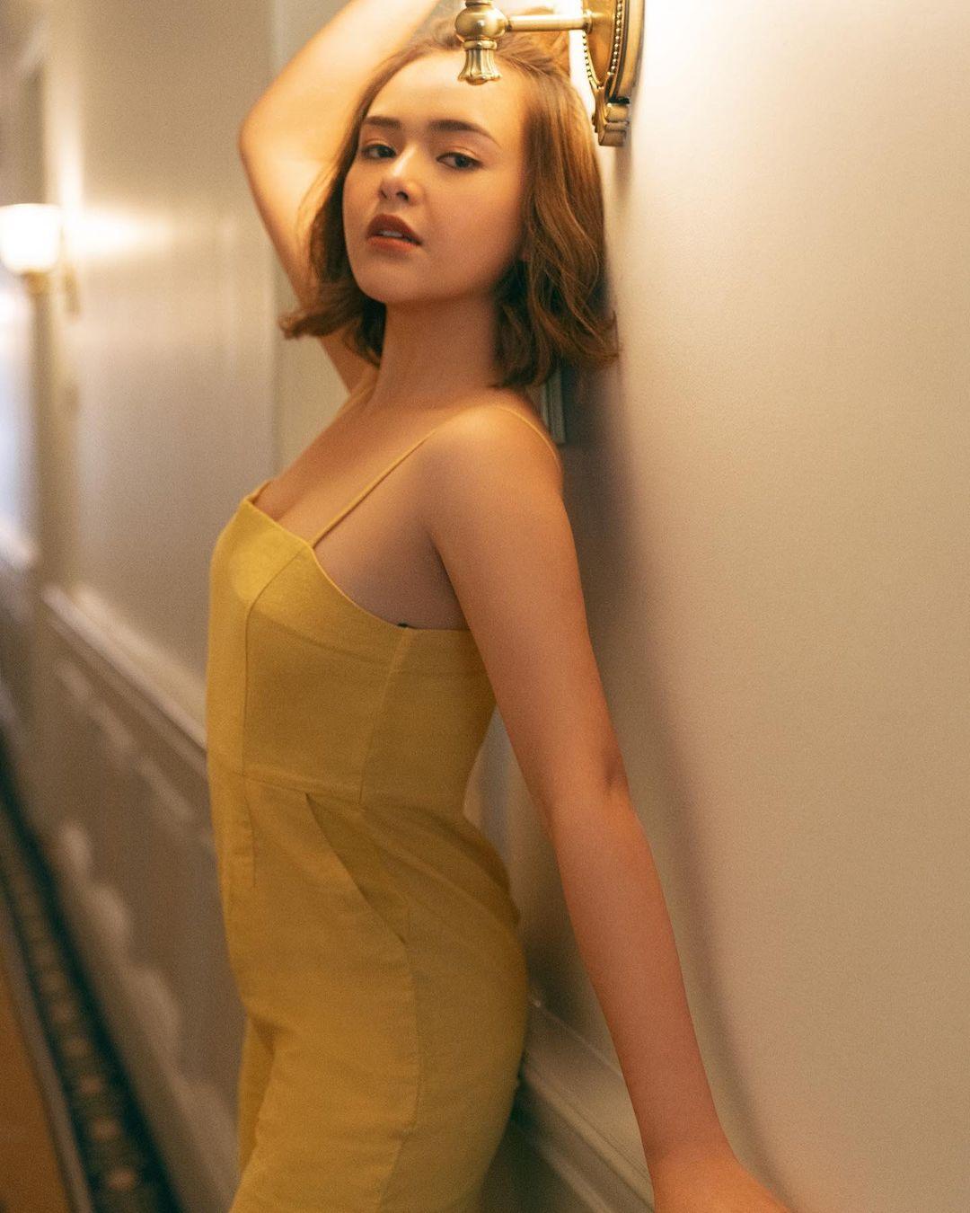 Pose Seksi Amanda Manopo dengan Likes Terbanyak, Cium Pacar Juga Ada!
