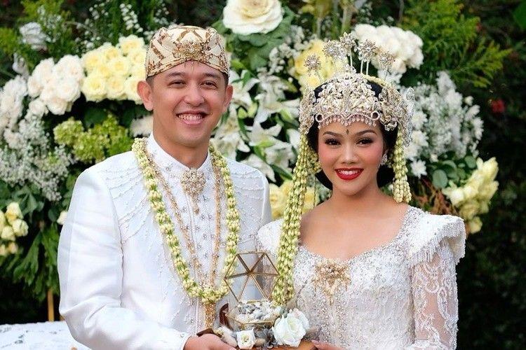 Usung Adat Sunda, Ini 7 Foto Pernikahan Yura Yunita dan Donne Maula